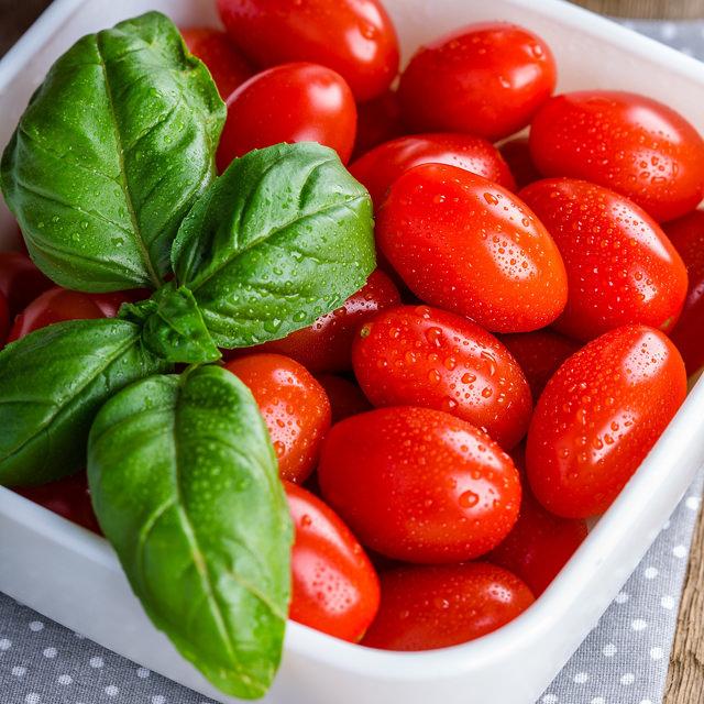 トマト Solanum lycopersicum ナス科 ナス属 脇芽を摘みながら水は控えめに育てます。 バジル Ocimum basilicum シソ科 メボウキ属 草丈が20cm程になったら先端を摘み、脇芽を増やすことで収穫量を増やします。
