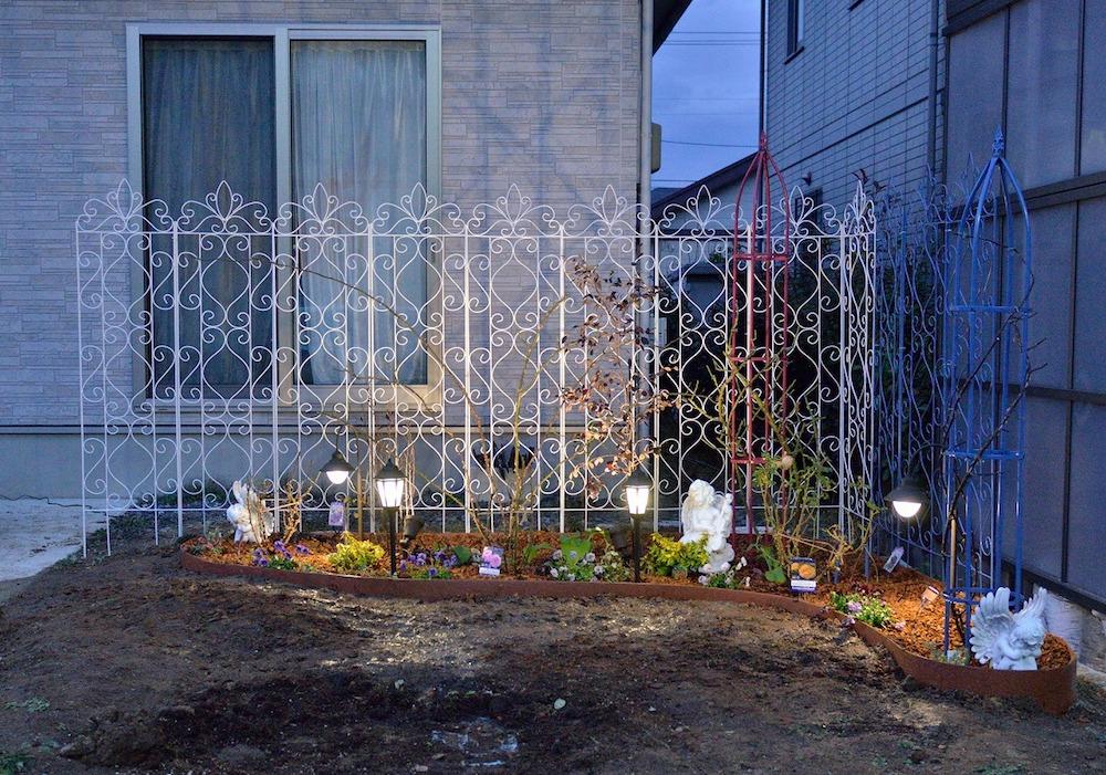 初心者さん必見!バラの花壇の作り方-夜はライトアップ-