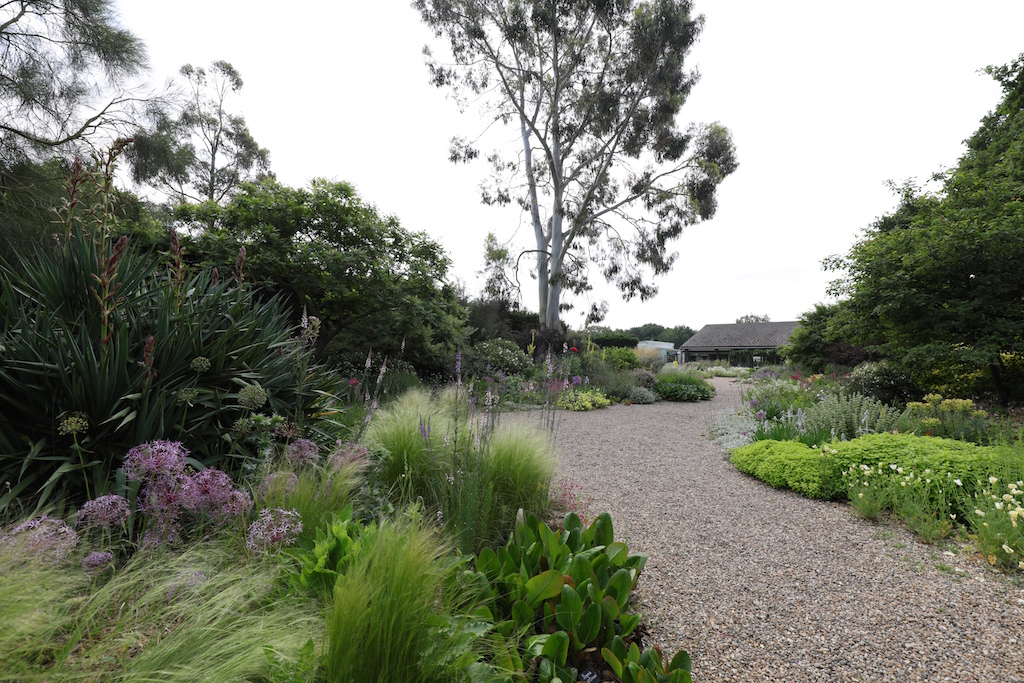 イギリスのベス・チャトー・ガーデン内グラベル・ガーデン