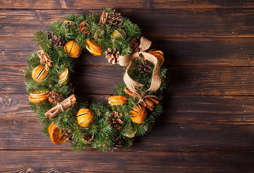 クリスマスリースにドライのオレンジを使ってアロマ効果