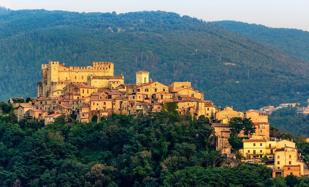 イタリア、ネロラ村にあるオルシーニ城