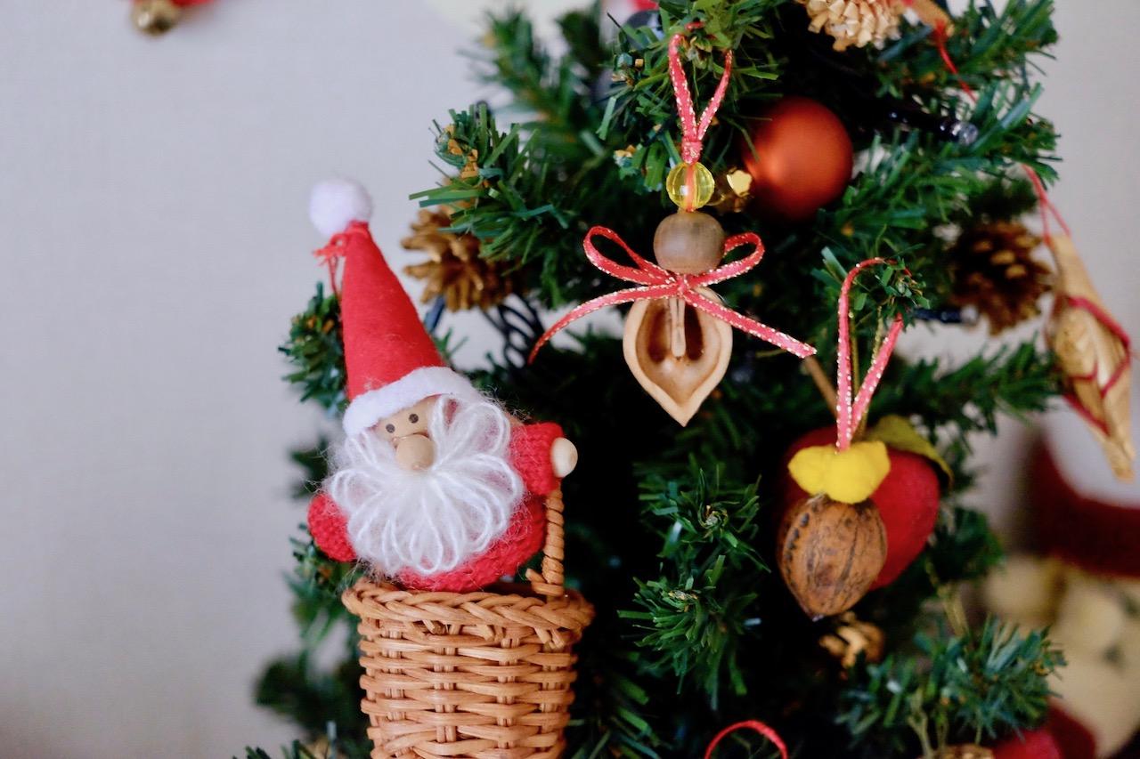 くるみ殻のクリスマスオーナメント