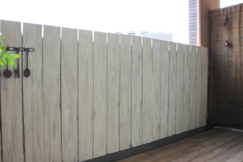 白い木板の壁カバー