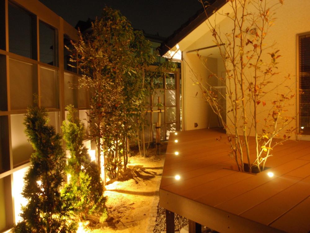 屋外での直接光の効果的な使い方-段差のある空間でのつまずき・転倒防止に