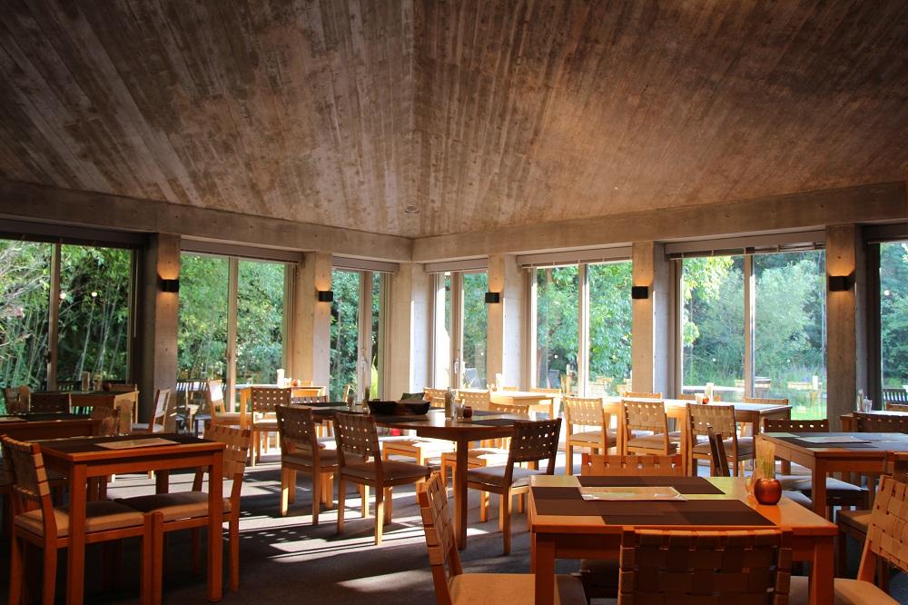「高知県立牧野植物園」内にある「レストラン アルブル」と「カフェ アルブル」