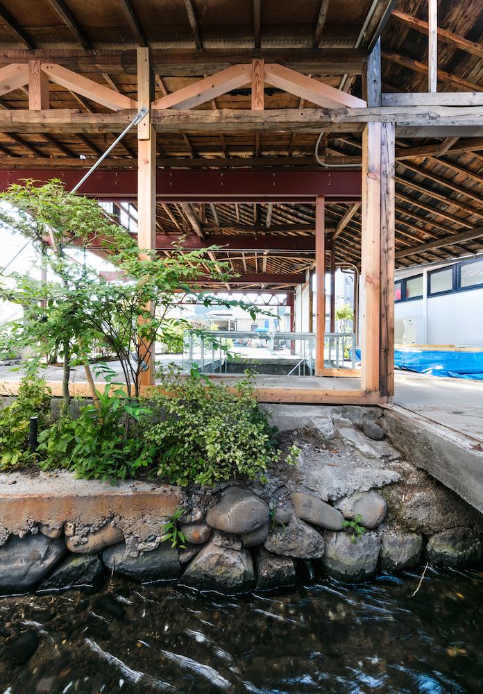 改修後も小川を積極的に景観に活用