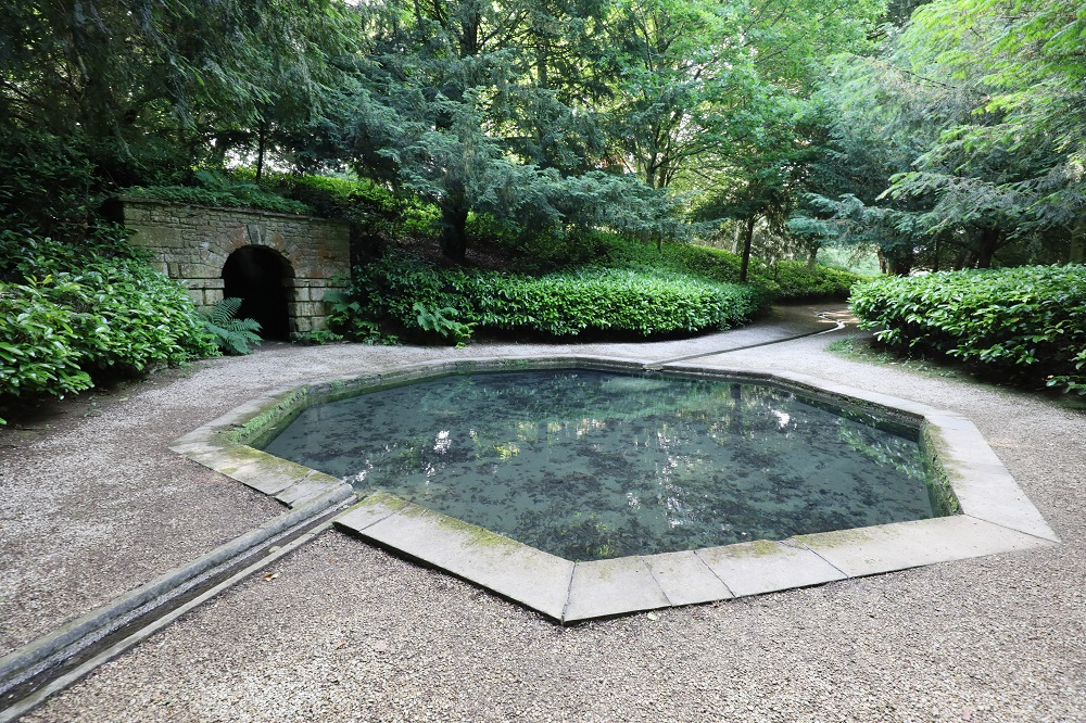 ローシャム・パークの八角形の池
