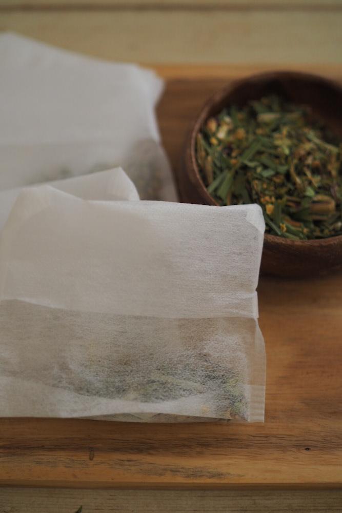ハーブをブレンドしてお茶袋に小分けにしたものを用意しておくと便利