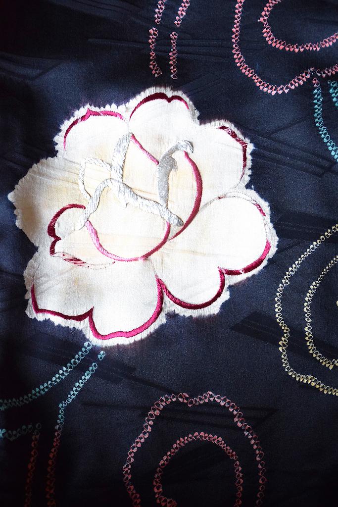 バラが描かれた着物