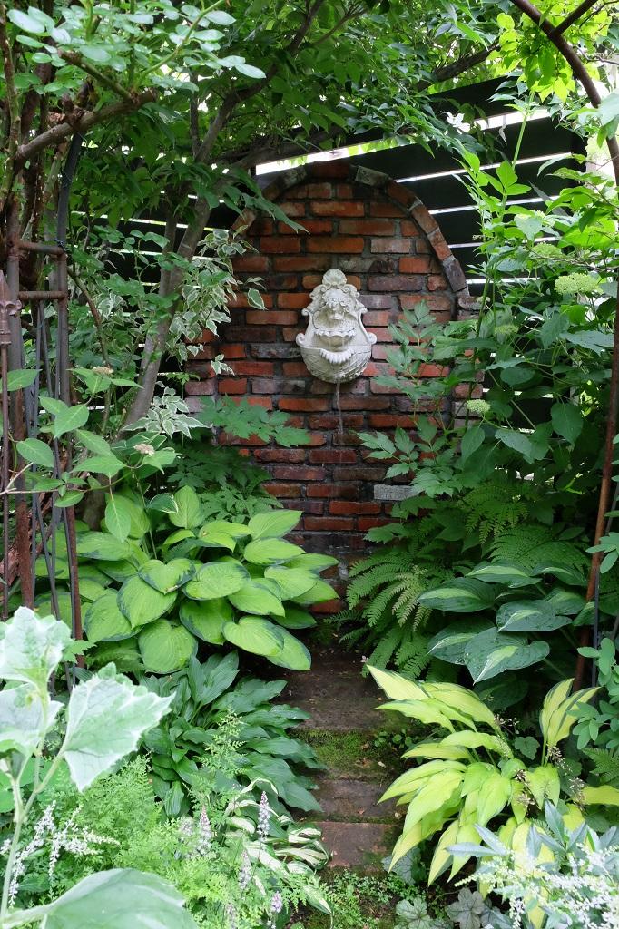 レンガの壁泉