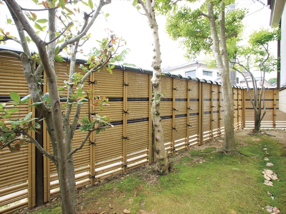 和風の庭に最適な竹垣フェンス。メンテナンスもラクです。