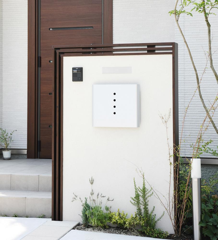 門袖には照明、表札、インターフォン、ポストなどの機能をもたせることができる