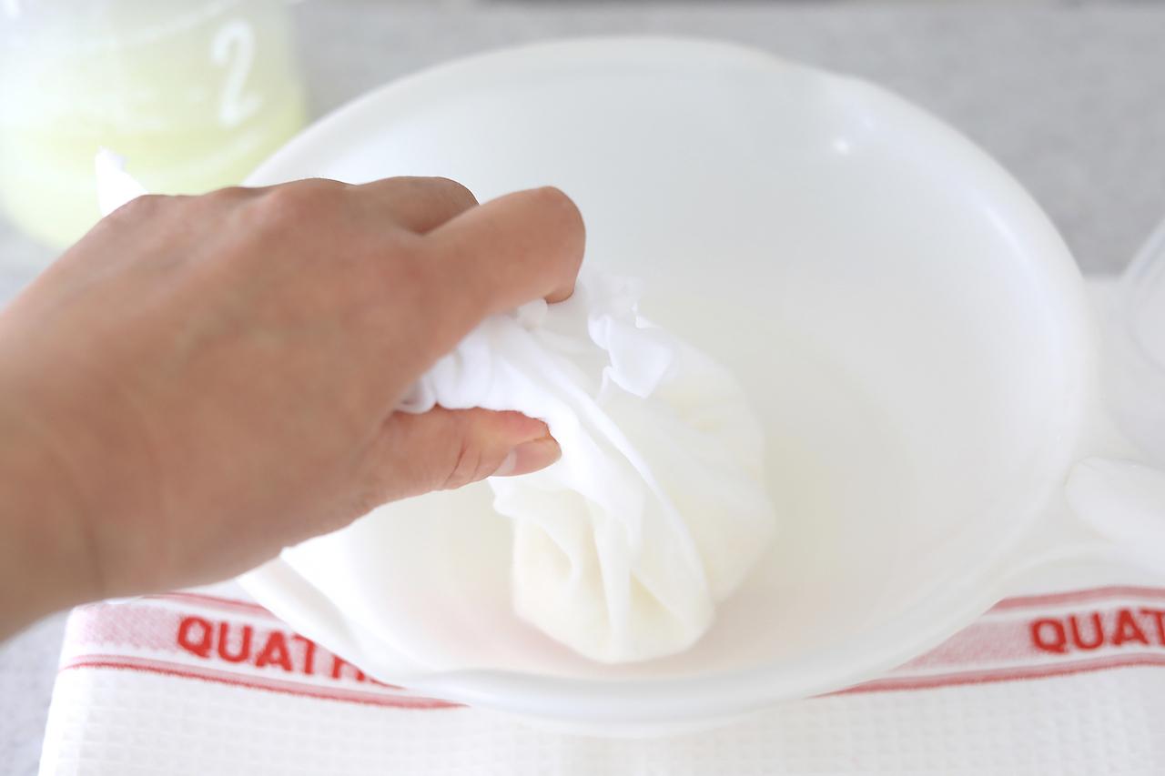 チーズを洗う