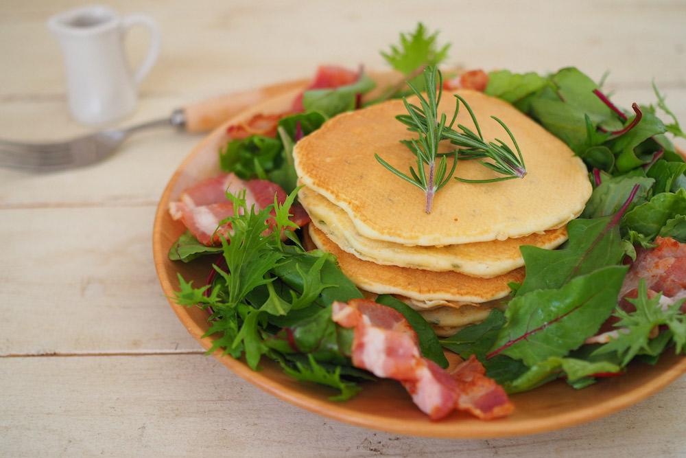 【ハーブ活用レシピ】簡単ヘルシー! ローズマリーパンケーキの作り方