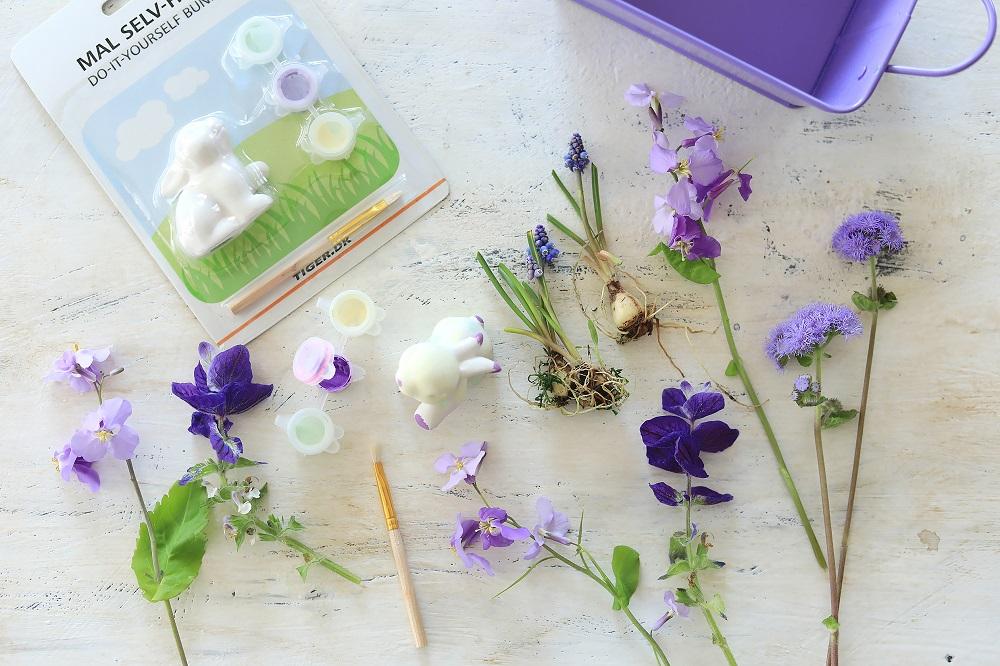モーブ色の春の花