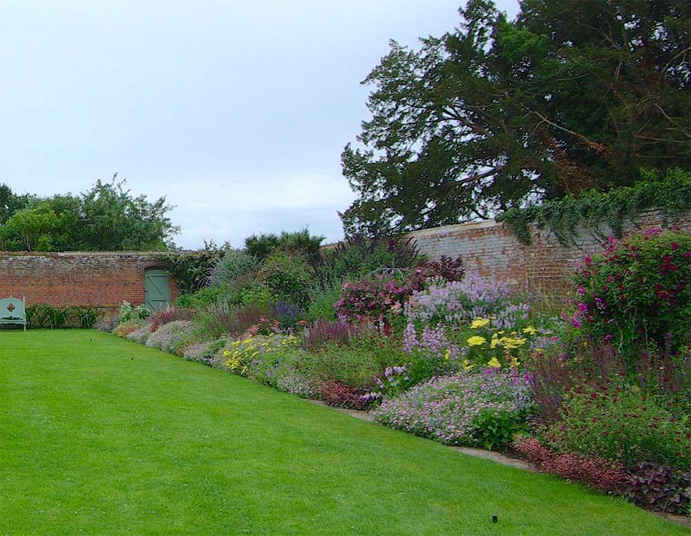 イギリスの宿根ボーダー花壇