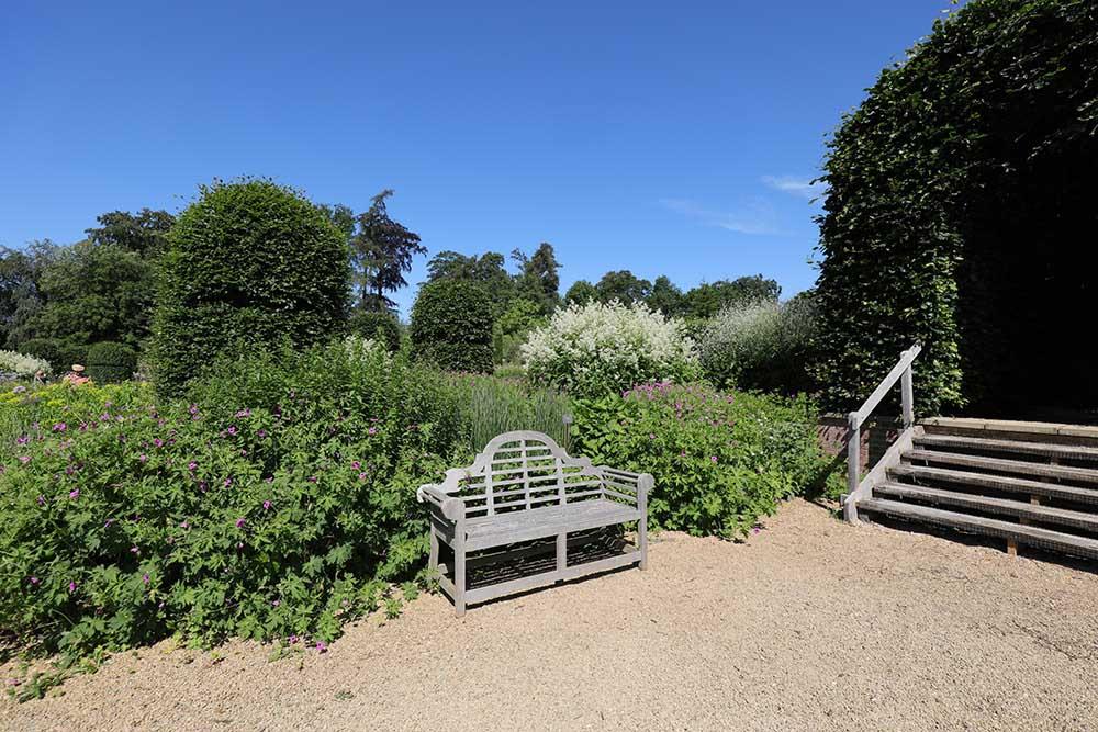 ブロートン・グランジ ガーデンのベンチ