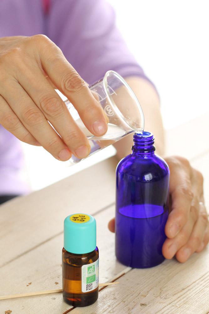 精油と植物由来の素材を使って作る「アロマコスメ」