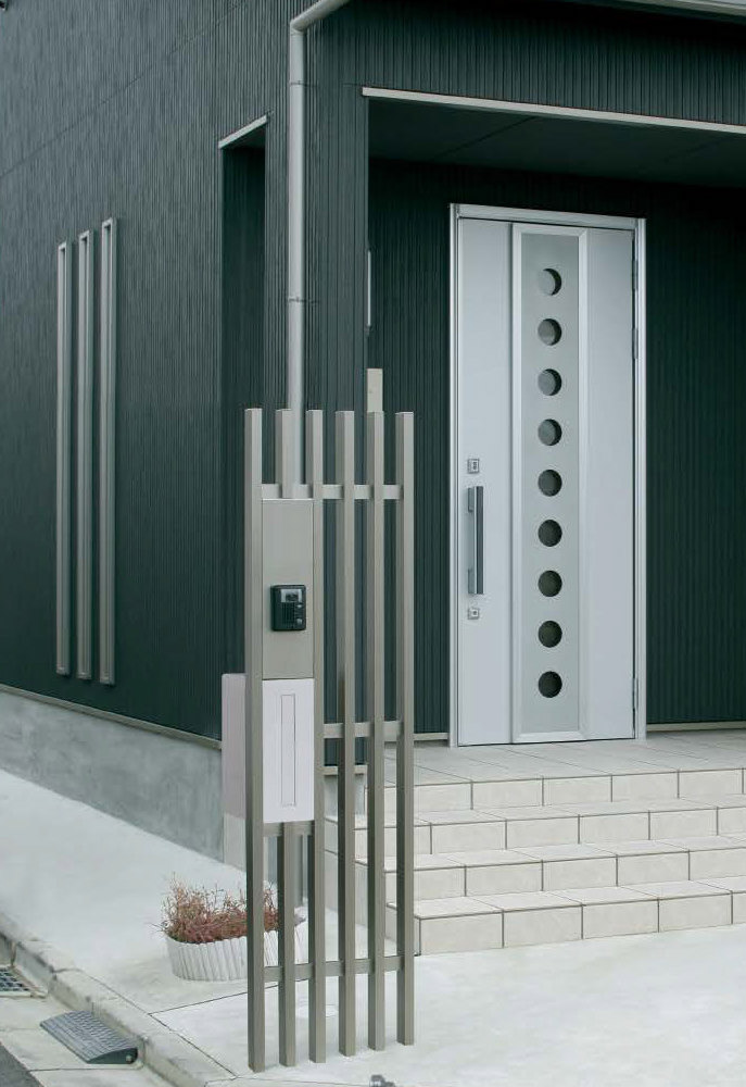 モダンな印象の門柱デザイン