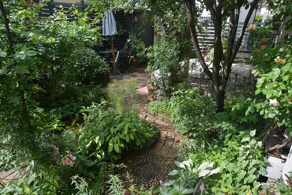ガーデンのデッキとテーブルセット