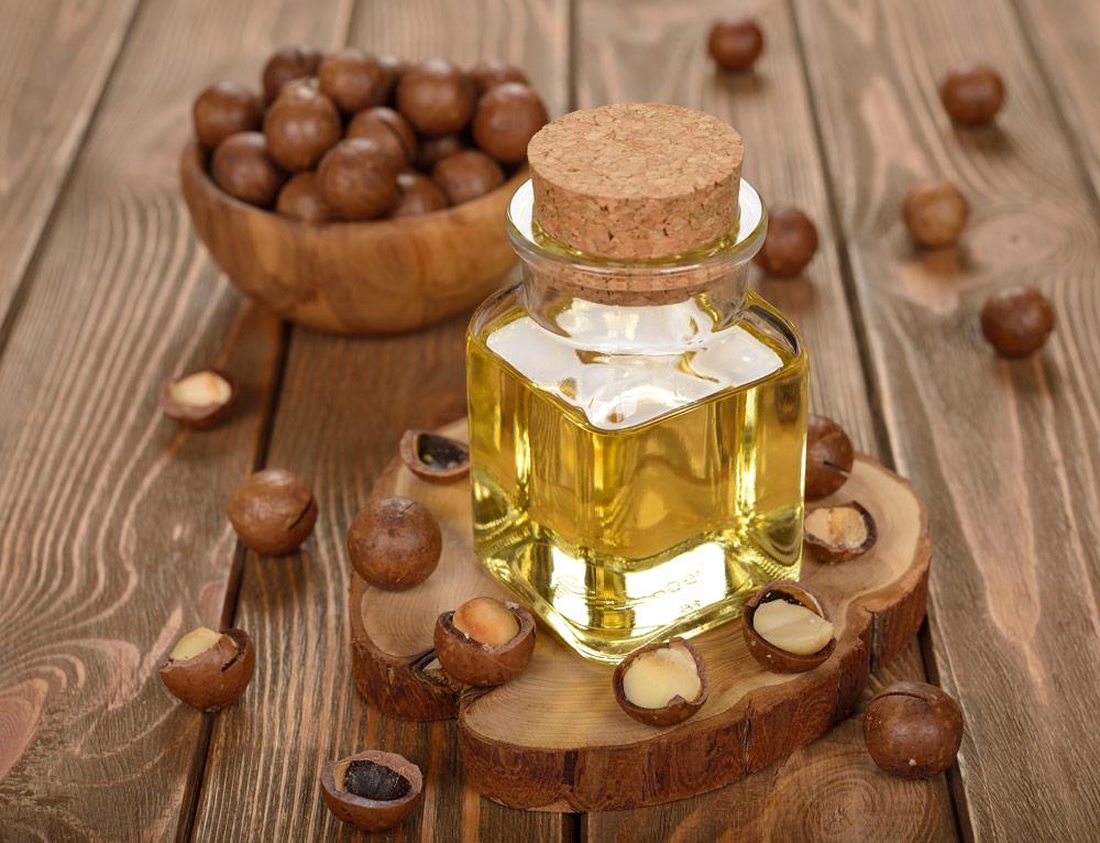 美容液のベースにはマカダミアナッツオイルがオススメ