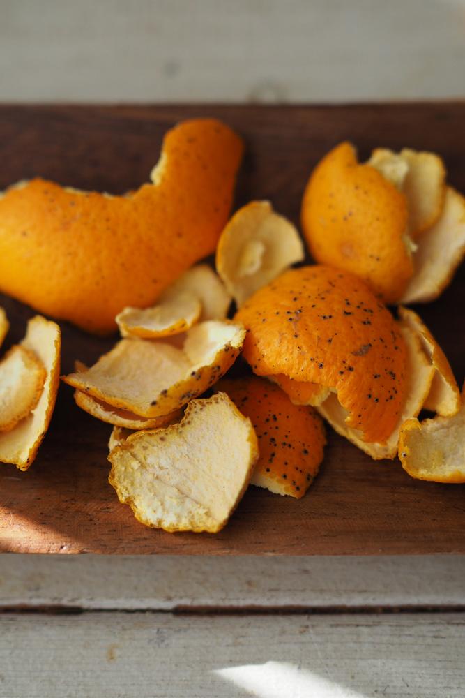 """ドライにしたオレンジの皮が""""オレンジピール"""""""