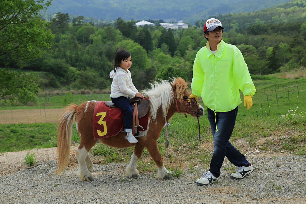 「Flower village 花夢の里」ポニー乗馬体験