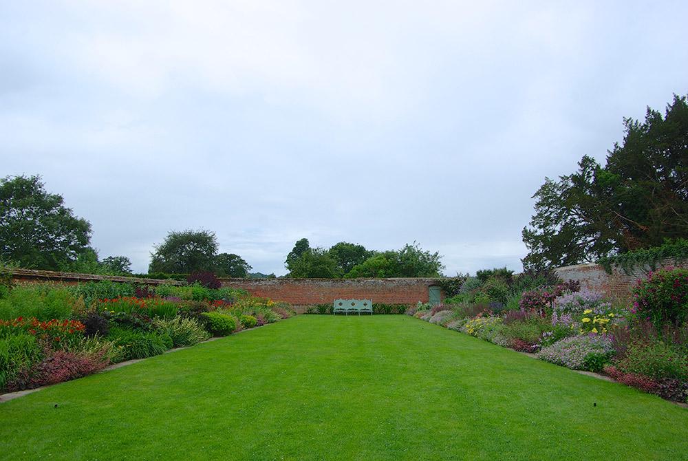 宿根草ボーダー花壇