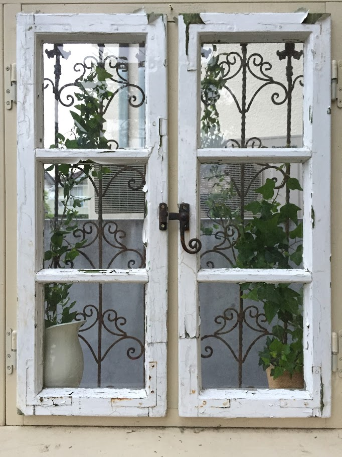 アンティークの窓