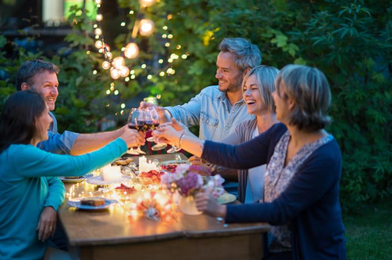ソーラーライトで庭をライトアップ〜おしゃれなガーデンライフを楽しもう!