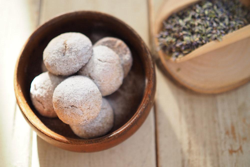 ほんのり香る「ラベンダースノーボール」の作り方〜ハーブ活用簡単レシピ