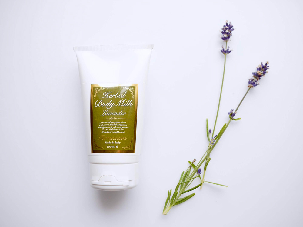 ラベンダー花エキスやブドウ種子油がみずみずしい肌に テラクオーレ「ラベンダー ハーバル ボディミルク」