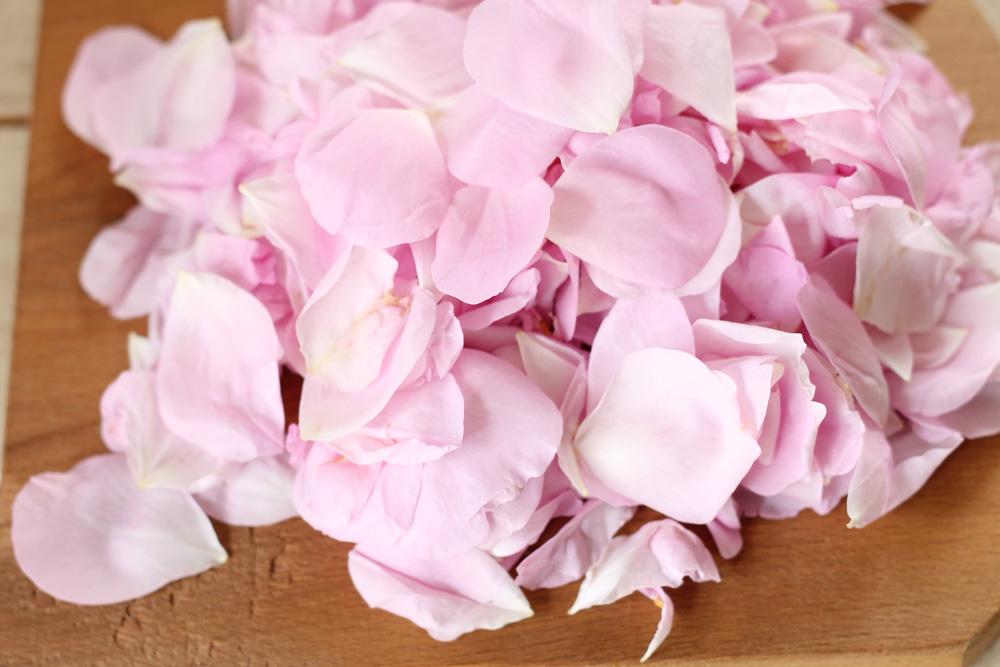 バラジャム作りで使用するのは、最も香りがよいとされる「ダマスクローズ」