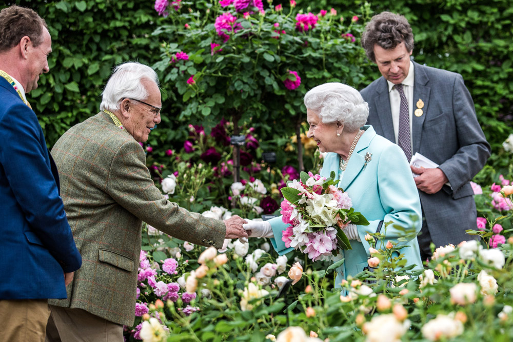 Chelsea Flower Show Mr. Austin Snr and Queen(エリザベス女王と)