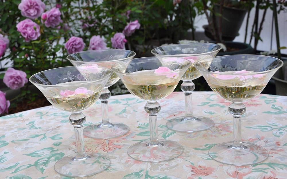 バラのシャンパングラス