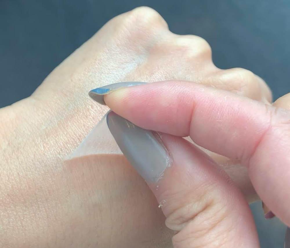 エイジングケア成分や保湿成分が入ったナノサイズカプセルが肌に浸透
