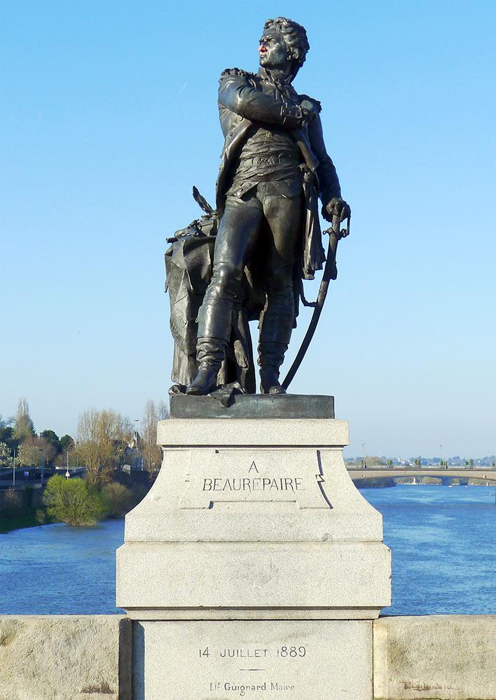 ヴェルダンにあるボールペール像