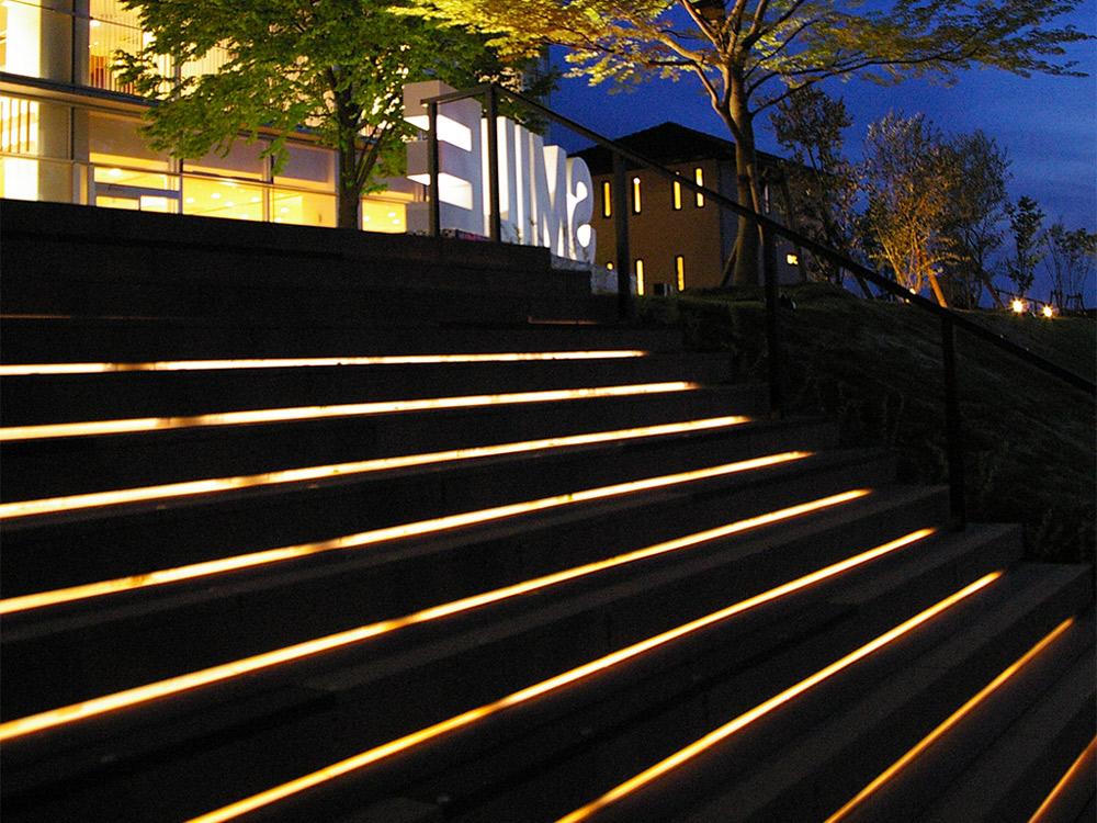 「ラインライト」で庭やエントランスをおしゃれ&スタイリッシュな空間に