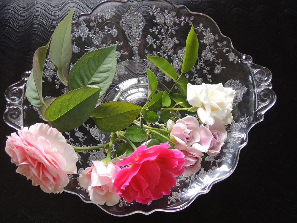 バラ模様の器