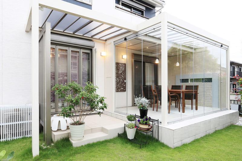 「ガーデンルーム」で庭をくつろぎ空間に! メリットや 施工事例を紹介
