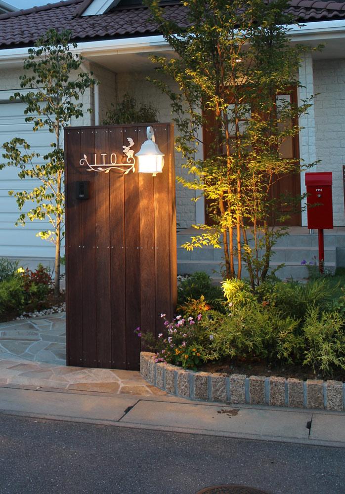 屋外用照明にもさまざまなデザインの商品がある