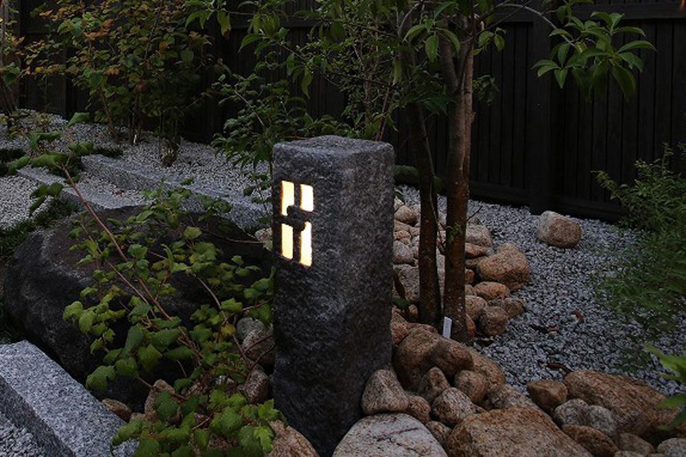 石調の照明