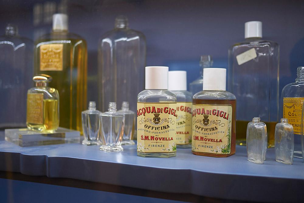 サンタ・マリア・ノヴェッラ薬局の香水瓶