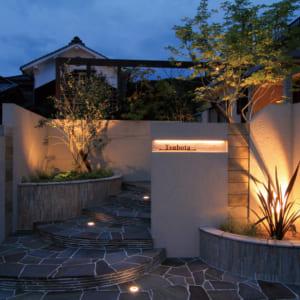 住宅のテイストに合わせた表札の演出・ライトアップ方法