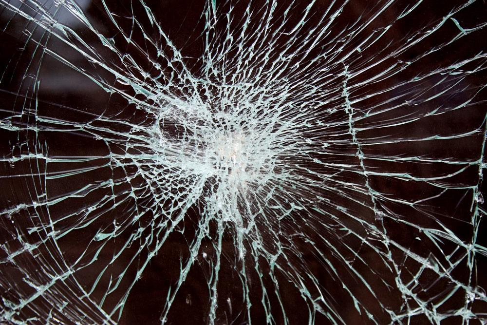 庭の防犯対策:窓ガラスに防犯フィルムを貼る