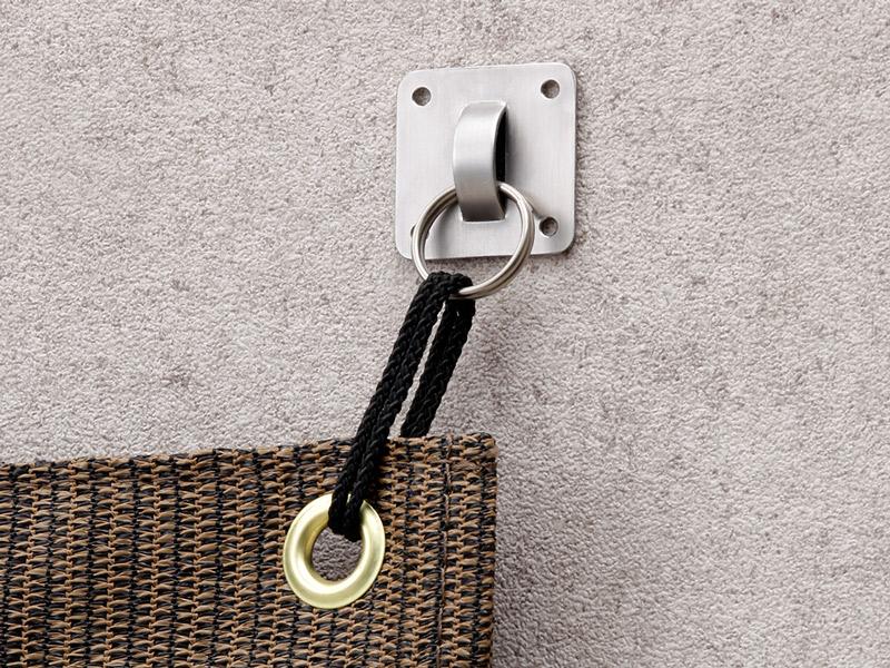 吸盤やマグネットが使えない場所には接着金具