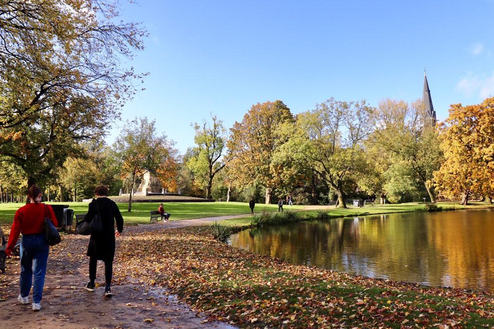 150年の歴史と最大の面積を誇る公園「フォンデルパーク」