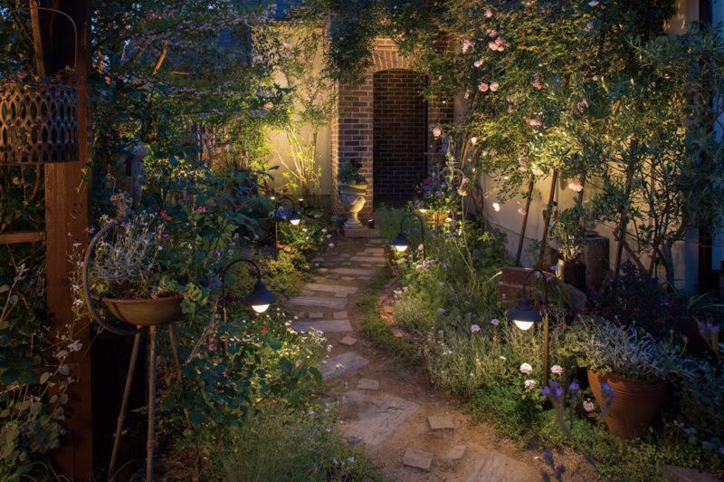 ライトアップで庭をおしゃれに演出! ガーデンライトの魅力とは?