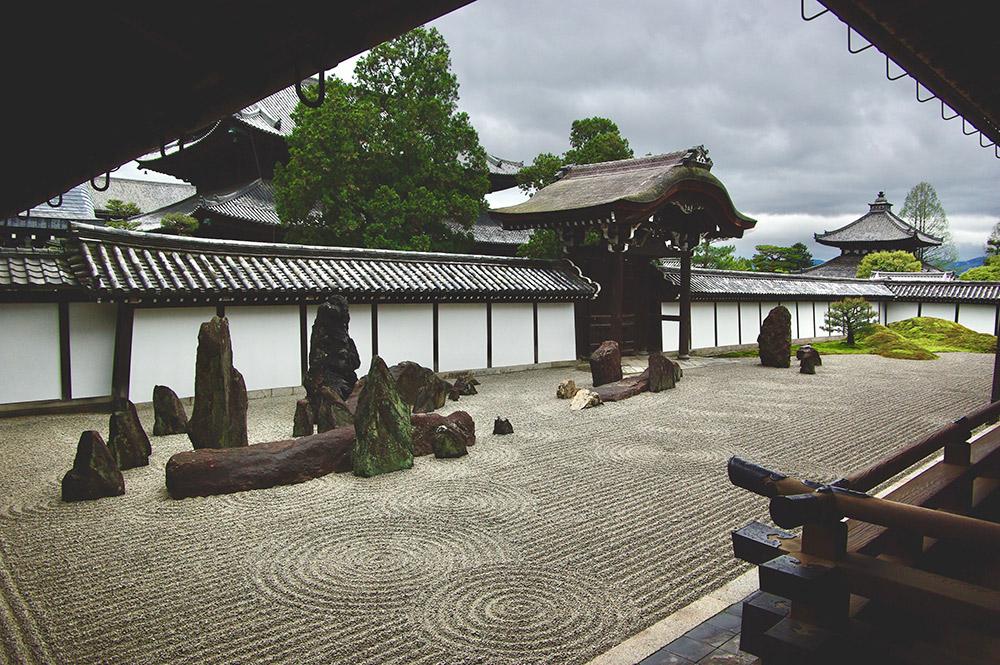 現代の庭「東福寺方丈 八相の庭」。