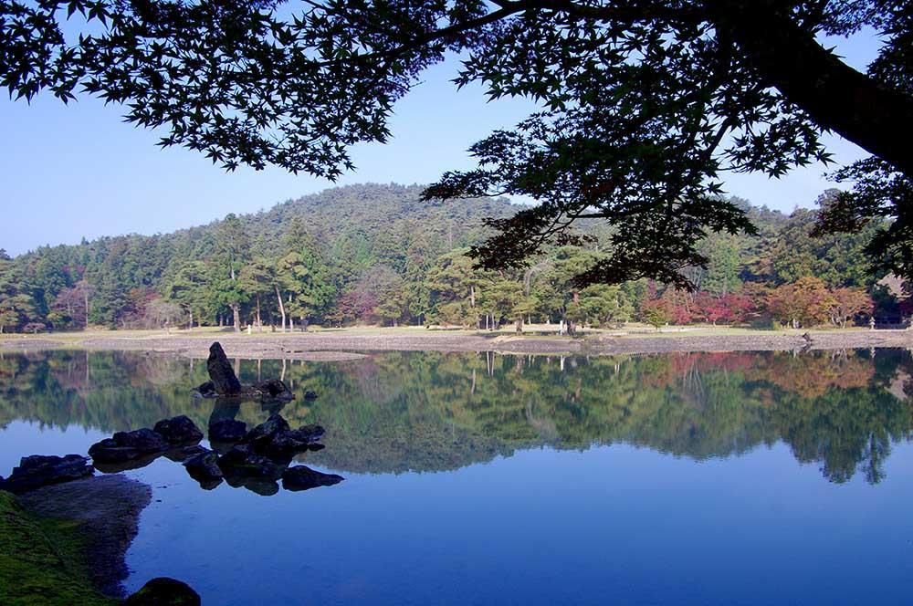 現存する日本最古の庭、浄土式庭園がある岩手県「毛越寺」